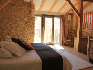 Romantic 1 bedroom Uzes Gite with Internet Access - Uzes vacation rentals