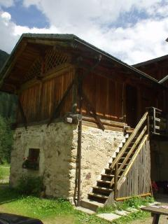 Spacious 4 bedroom Male Ski chalet with Long Term Rentals Allowed - Male vacation rentals