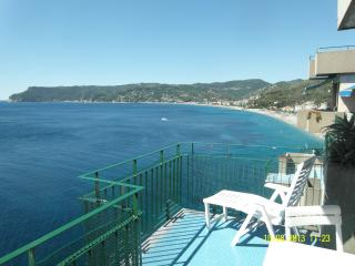 Beautiful 2 bedroom Bergeggi Apartment with A/C - Bergeggi vacation rentals