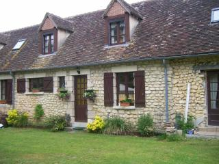 Cozy 2 bedroom Gite in Le Mans with Internet Access - Le Mans vacation rentals