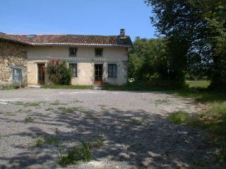 Perfect 5 bedroom Gite in Confolens with Internet Access - Confolens vacation rentals