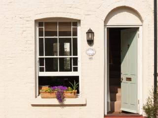 Lovely Cottage with Internet Access and Dishwasher - Whitstable vacation rentals