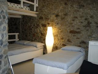 Beautiful 2 bedroom Chiavari Apartment with Internet Access - Chiavari vacation rentals
