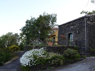 Beautiful 3 bedroom Sant'Alfio House with Internet Access - Sant'Alfio vacation rentals