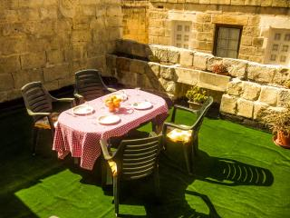 Saveria: 300-year-old holiday home in Naxxar (MaltaVillageHolidays) - Naxxar vacation rentals