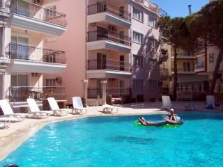 3 bedroom Condo with A/C in Altinkum - Altinkum vacation rentals