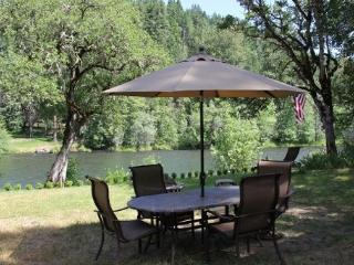 ROGUE RIVER Get-a-Way !! - Shady Cove vacation rentals