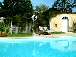 Bright 3 bedroom House in Neuville de Poitou with Internet Access - Neuville de Poitou vacation rentals