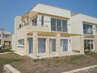 Bright 3 bedroom Ayios Amvrosios Apartment with Microwave - Ayios Amvrosios vacation rentals