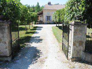 Spacious 6 bedroom House in Miramont-de-Guyenne - Miramont-de-Guyenne vacation rentals