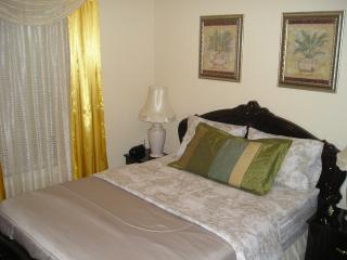 ITALIAN Suite at SUSAN'S VILLA, Hotel Garni / B&B - Niagara Falls vacation rentals