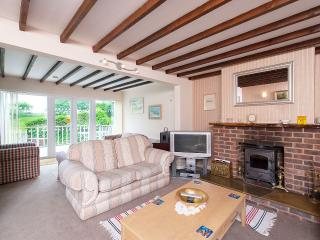 Spacious House with Deck and Internet Access - Hamble vacation rentals