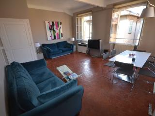 2 bedroom sunny apartment in the heart of Old Town Nice - Nice vacation rentals