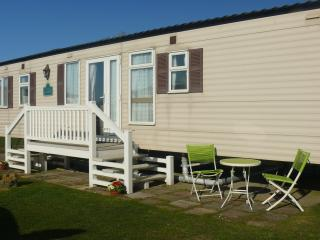 Hopton Waterways 80015 - All the comfort of home - Hopton on Sea vacation rentals