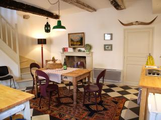 Comfortable Cottage with Internet Access and Television - Guemene-sur-Scorff vacation rentals