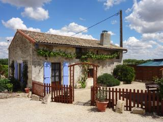 Nice 2 bedroom Gite in Melle with Internet Access - Melle vacation rentals