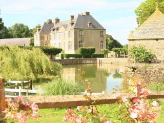 Bright 8 bedroom Chateau in Fontenay-sur-Mer with Internet Access - Fontenay-sur-Mer vacation rentals