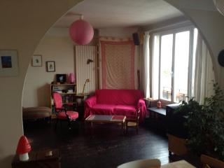 Charming 3 bedroom Montreuil Apartment with Internet Access - Montreuil vacation rentals