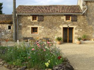 Lovely 2 bedroom Gite in Menigoute with Internet Access - Menigoute vacation rentals