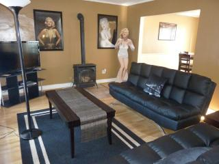 Sophisticated Hollywood Townhome - Los Angeles vacation rentals