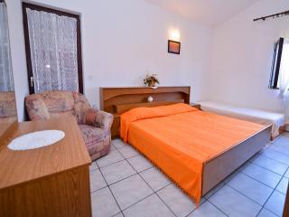 Apartment in Novalja for 5pax - Cola V2 (3+2) - Novalja vacation rentals