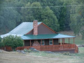 Romantic Cottage between two Yosemite gates - Midpines vacation rentals