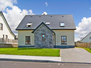 4 bedroom Cottage with Parking Space in Enniscrone - Enniscrone vacation rentals