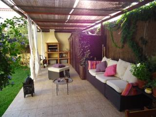 Charming Villa with Dishwasher and Stove in Vila Nogueira de Azeitao - Vila Nogueira de Azeitao vacation rentals