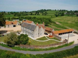 Nice 7 bedroom West Pennard Farmhouse Barn with Internet Access - West Pennard vacation rentals