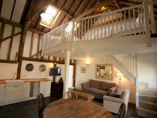 The Hay Loft- luxury barn with gym & spa - Burnham-on-Crouch vacation rentals