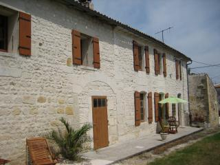 Charming 3 bedroom Farmhouse Barn in Pons - Pons vacation rentals
