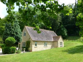 Comfortable Cottage with Internet Access and Parking Space - Aston Rowant vacation rentals