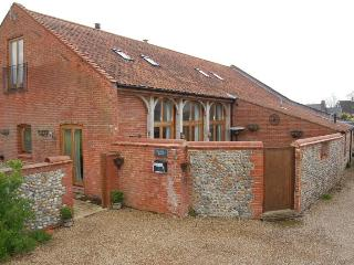 Charming 1 bedroom Barn in Trunch with Internet Access - Trunch vacation rentals