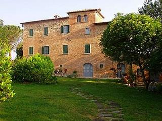 Comfortable House with Deck and Internet Access - Pozzo di Mulazzo vacation rentals
