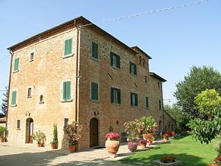 Comfortable 12 bedroom Pozzo di Mulazzo House with Deck - Pozzo di Mulazzo vacation rentals
