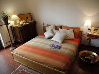 Cozy 1 bedroom B&B in Lecco with Internet Access - Lecco vacation rentals