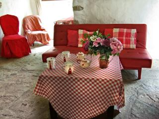 Cozy 2 bedroom Gite in Lodeve with Internet Access - Lodeve vacation rentals