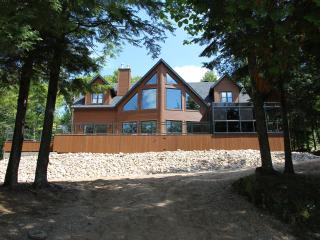 Nice Cottage with Deck and Internet Access - Lac-Simon vacation rentals