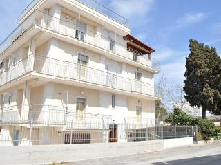 Cozy 2 bedroom Condo in Torre Canne with Internet Access - Torre Canne vacation rentals