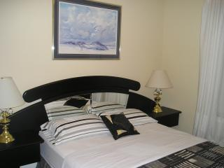 NO NAME SUITE at SUSAN'S VILLA, Hotel Garni / B&B - Niagara Falls vacation rentals