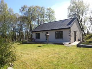 Perfect 2 bedroom Cottage in Glen Urquhart with Deck - Glen Urquhart vacation rentals