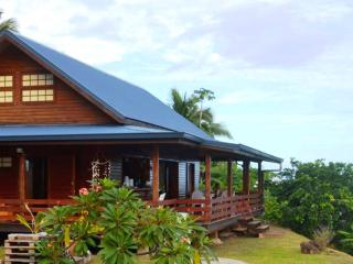 House Horue - Moorea - mountain side wooden house - Society Islands vacation rentals