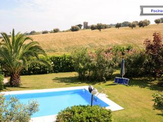 Comfortable 2 bedroom Villa in Silvi Marina with Internet Access - Silvi Marina vacation rentals