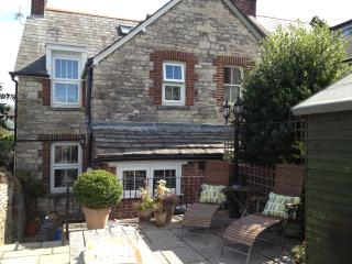 Perfect Cottage with Internet Access and Outdoor Dining Area - Swanage vacation rentals
