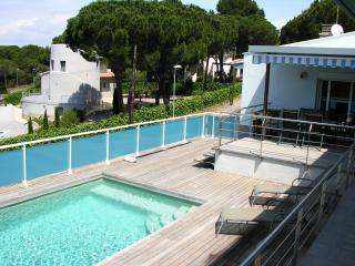 Bright 4 bedroom L'Escala Villa with Satellite Or Cable TV - L'Escala vacation rentals