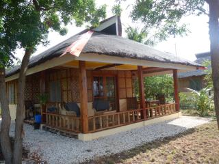 Nice Cottage with Internet Access and Balcony - Larena vacation rentals