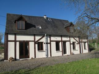 Lovely Cottage with Satellite Or Cable TV and Outdoor Dining Area - Avranches vacation rentals