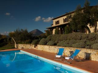 Lovely 6 bedroom San Giovanni del Pantano Farmhouse Barn with Internet Access - San Giovanni del Pantano vacation rentals