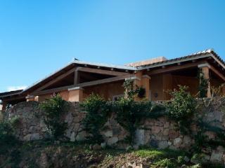 Bright 2 bedroom Capo Coda Cavallo Condo with Dishwasher - Capo Coda Cavallo vacation rentals