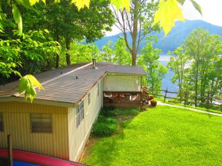 Great Sunsets! hot tub, wi fi, lake dock, $100.00! - Lake Nantahala vacation rentals